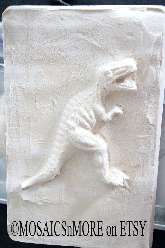 Fun with plaster - instruction are on my Facebook page: https://www.facebook.com/MosaicsNmore/photos/pcb.998757120157498/998757023490841/?type=1&theater