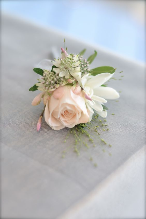 Groom buttonhole idea. Rose with complimenting flowers and foliage (not focusing on colour but size and shape). I really like this (maybe more so for the 2 Mums though)