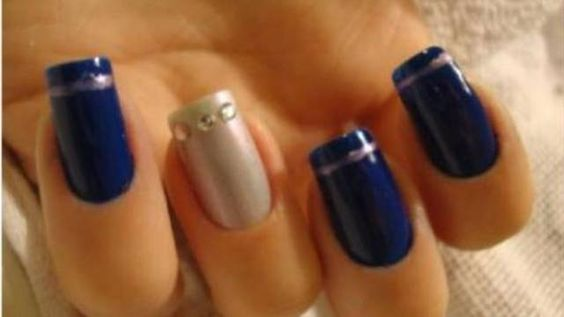 Blue and silver nail art: modern brides' trend