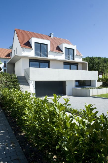 Dachgaube architektur und h user pinterest herbst for Moderne architektur satteldach
