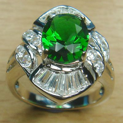 Massjewelry - Oval Cut Emerald Green and White CZ 925 Sterling Silver Rhodium Cocktail Ring