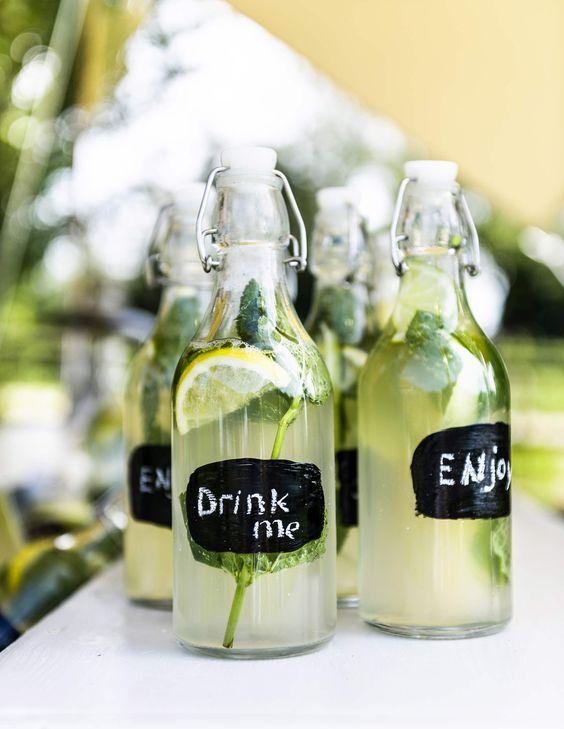 DIY bottles with chalkboard labels | DIY flessen met krijtbord labels | Photography Sjoerd Eickmans | Styling Gieke van Lon (humade.nl) and Lotte Dekker | vtwonen 05-2016