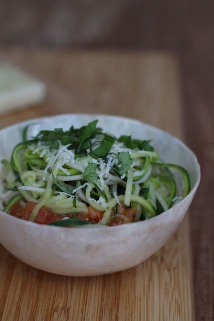 zucchini-spaghetti and tomatosauce with white beans instead of cream http://www.carrotsforclaire.com