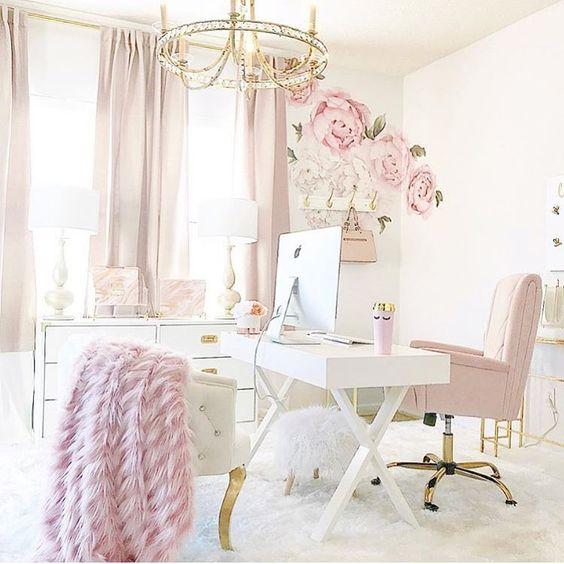 Bureau féminin et rose