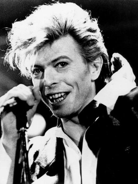 Diese Stars Haben Sich Die Zahne Machen Lassen Star Wars Musiklegenden David Bowie