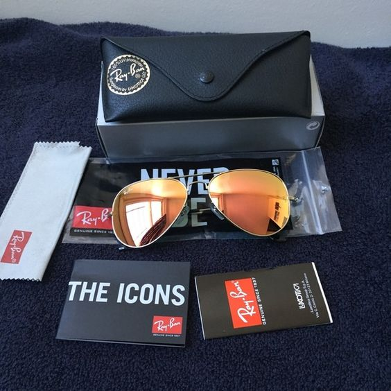 Ray ban rb3025 aviator sunglasses Up for sale is a pair of ray bans comes with the original packaging as shown on the first picture. 100% authentic This are size 58mm please comment below if you have any questions !! NO TRADE Ray-Ban Accessories Sunglasses