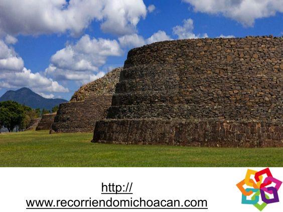 Tzintzuntzan, zona Arqueológica, fundada por el señor Mechoacan Tariacuri, en el Lago de Patzcuaro, alrededor de 1325, se calcula que en la zona se albergaron 40mil habitantes, desde el siglo XV hasta su caída ante los conquistadores españoles.