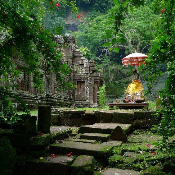 Shrine of Vat Phou overgrown by jungle by B℮n, via Flickr