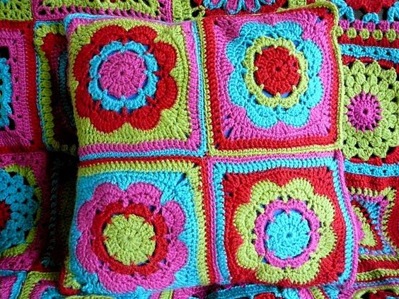 I had a pillow like this in college, not sure where it is now, but now I think I might make this one!!
