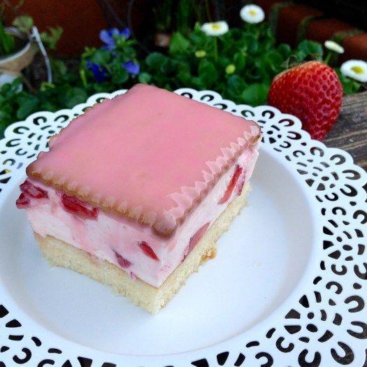 Erdbeer Fanta Kuchen Aus Meinem Kuchen Und Tortenblog Erdbeerschnitten Erdbeerkuchen Und Erdbeer Kuchen