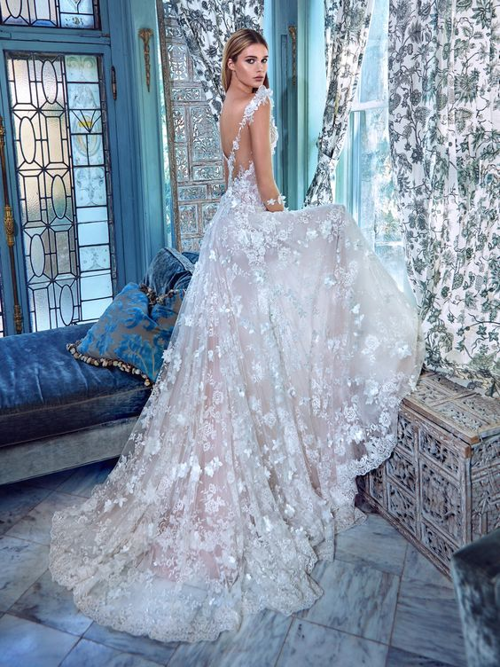Arabella Is A Romantic Voluminous Dress That Made Of Layered Silk Tulle Fabrics Come In Delicate Pink And Ivory It Entirely Embellished