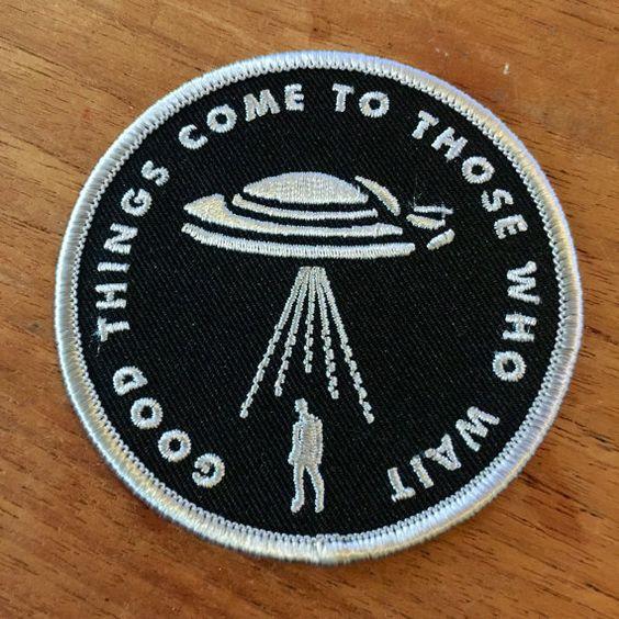 Bon patch de brodé alien choses viennent à ceux par BruisedTongue