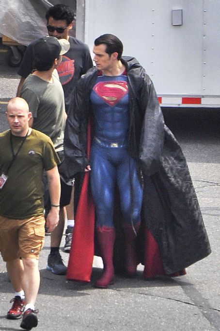 Henry Cavill on the set of Batman V Superman: Dawn Of Justice in Detroit (August 20, 2014)