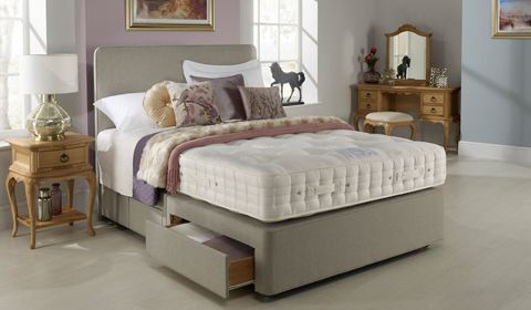 Hypnos Wisteria bed Hypnos Wisteria bed 5ft for 4ft 6 price, PLUS 4 FREE drawers.