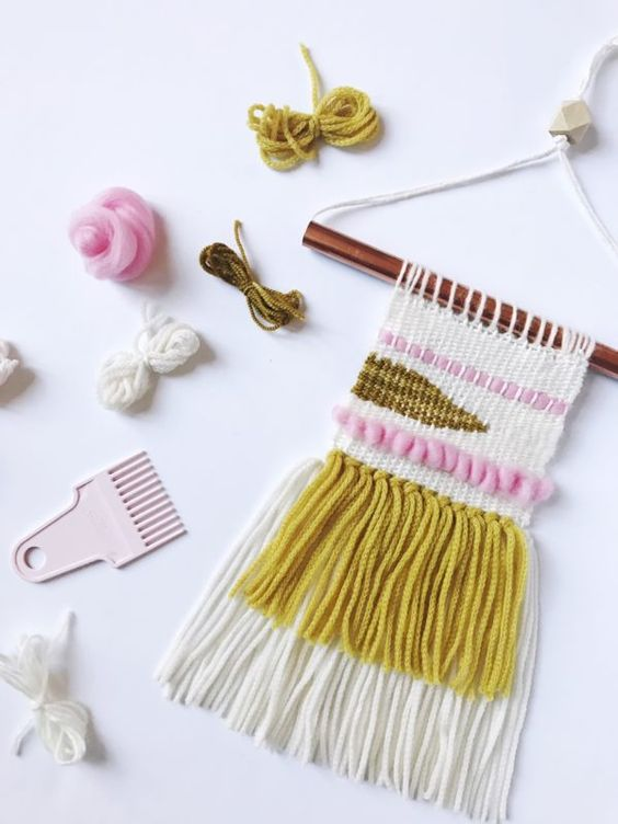 Clover Mining Weaving Loom Wall Hanging Tutorial by Vickie Howell