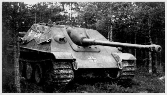 Jagdpanther (Fgst.Nr.300099 completed by Miag in October 1944) was issued to s.Pz.Jg.Abt.654 and assigned to the 2.Kompanie.