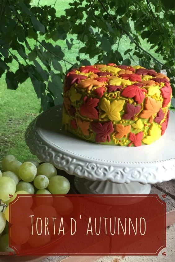 Toni autunnali per questa torta decorata con tante foglie d'acero, velocissima da realizzare con lo stampo Foglie d'Acero.