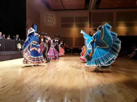A Mexican Hat Dance Or The El Jarabe Tapatio Lo Hicieron Bellamente Viva Mexico Youtube Mexican Hat Mexican Culture Hispanic Heritage Month