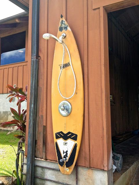 Small Things Bright And Beautiful What Can You Do With Old Surfboards 2 Strandhaus Dekoration Surfbrett Dekor Gartendusche