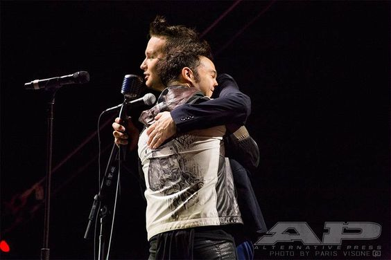 """""""Thanks to Mark Hoppus for being my dad."""" - Pete Wentz - APMAs moments from the red carpet and show"""