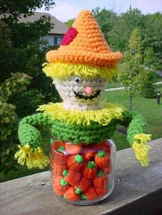 Sam the Scarecrow Jar Topper. FREE PATTERN 1/15.