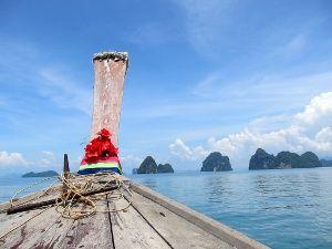 Inselhopping mit dem Longtail Boot könnt ihr in Thailand machen. #Inselhopping #Longtail #Thailand #erlebeFernreisen
