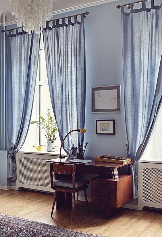 A bit shabby but again, something in the Soviet feel of this really - cortinas azules