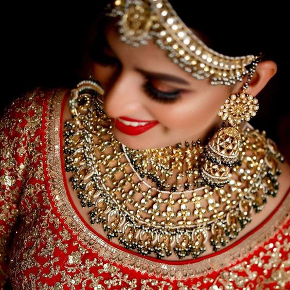Here The Double Jhumkas Trend in This Wedding Season Every Bride Try In His Wedding. Hire Best Wedding Jewellery and Choose Best Traditional Wedding Jewellery In Budget.