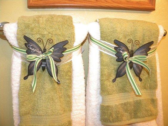 Bathroom towel ideas decorative ways to hang towels in for Decorative ways to hang pictures