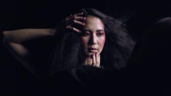 Pin for Later: Ces Vidéos de Relookings Faits Par Mac Cosmetics Vont Vous Faire Pleurer Ji Won Kim