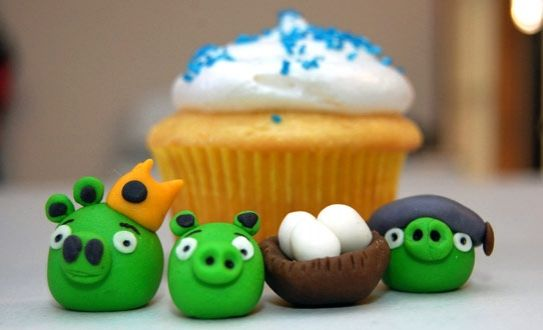 angry birds cupcakes :D