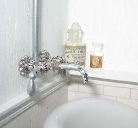 Dollhouse Bathroom tub faucet tutorial