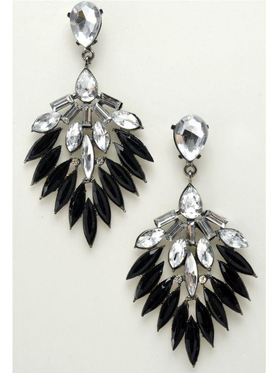 Boucles d'oreilles plastron strass.  #boucles #bijoux #tendance #look #mode #earring #jewelry www.milena-moda.com