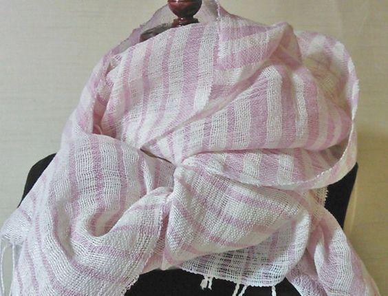 サイズ:巾50cm 長 さ 204cm(房約5cm含まず) 素 材:コットン、リネン 重 さ:115g 染 料:コチニール たて糸にコットン、横糸にアイリッシ...|ハンドメイド、手作り、手仕事品の通販・販売・購入ならCreema。