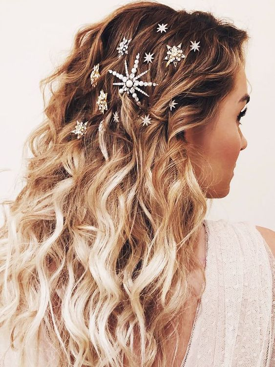10 Easy And Gorgeous Christmas Hairstyles For Your Dinner Party Winter Hair Trends Bohemian Wedding Hair Long Hair Styles