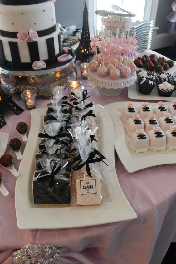Chanel cookies by Iris Segal Cakes