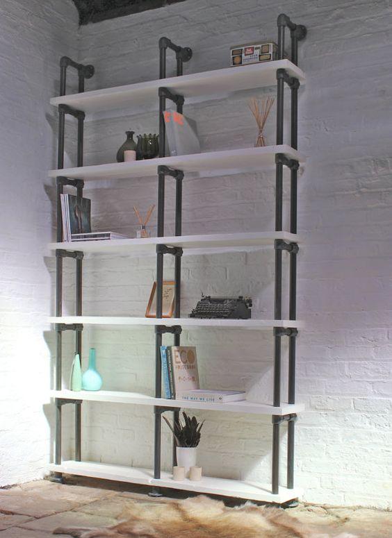 Échafaudage régénéré, peint blanc et en détresse Dark Steel Pipe rayonnage/bibliothèque - son design industriel vintage récupéré fonctionne