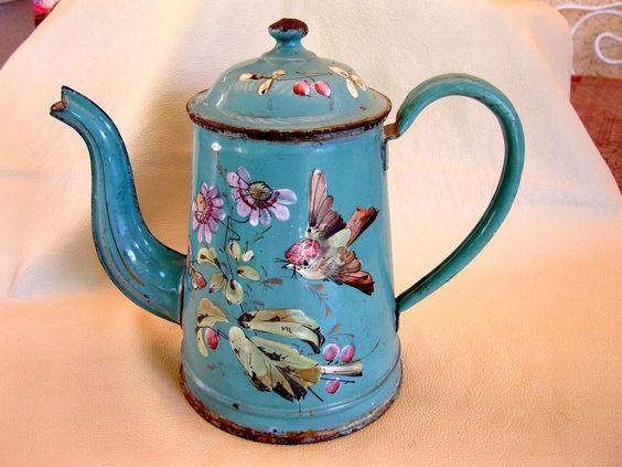 Ancienne cafetière émaillée décors en relief oiseau papillon fleurs 19 / 20 éme