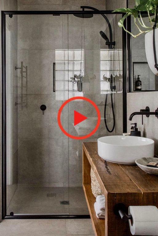 Schones Badezimmer Im Industriestil Der Warme Holzton Sorgt Fur Eine Warme Home Accesso In 2020 Kleines Badezimmer Umgestalten Badgestaltung Bauernhaus Badezimmer
