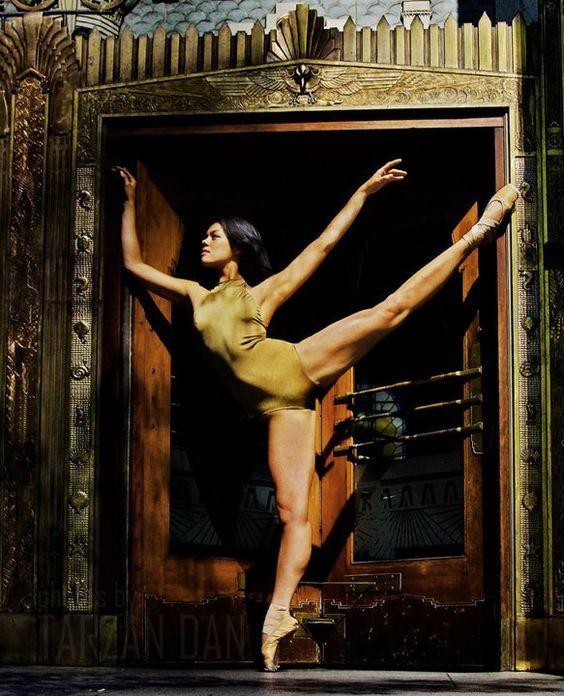 Andrea Pena - Ballet BC  Photo by Tarzan Dan www.TDFoto.ca