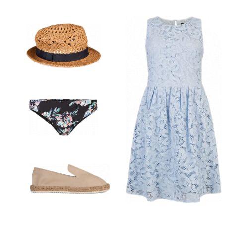 Lichtblauw kanten jurkje