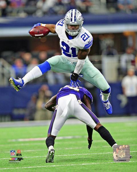 Ezekiel Elliott Dallas Cowboys 2018 Action Photo Size: 8 x 10