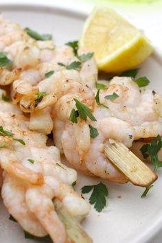 Marinated BBQ shrimps with butter, lemon and parsley | Garnalenspies voor de BBQ | Recipe on www.francescakookt.nl