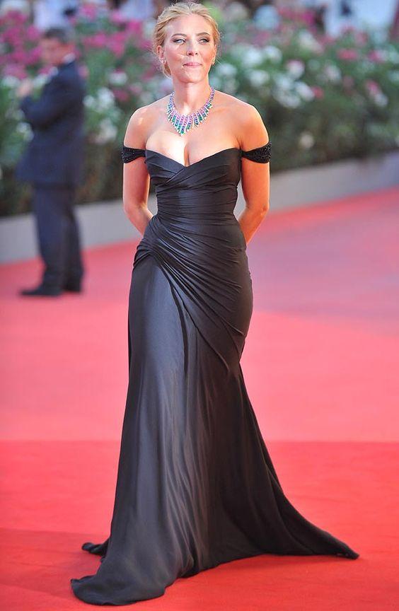 Scarlett Johansson shows plenty of Skin at Venice premiere ...