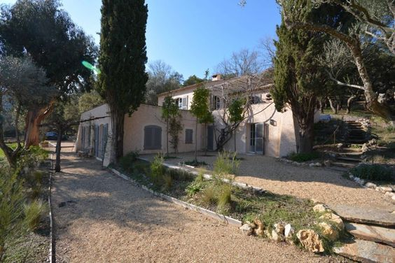 5 bedroom Villa in St Tropez, Cote d'Azur French Riviera for sale with 9200m2 of land - Reference 169349