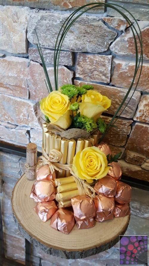 أفضل محل ورد وشوكولا في الشارقة Decor Table Decorations Cheese Board