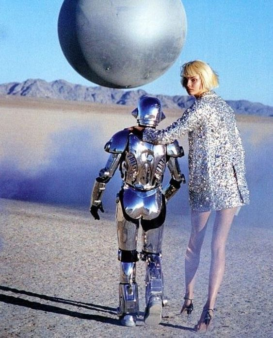 Walking away from 2018 like ... Model: Magdalena Frackowia. Images originally by Peter Lindbergh published in Harpers Bazaar US (March 2007) as Metallic Moment #robot #fashion #fashiontech #happynewyears #nye #nyeoutfit #sequin #fashionphotography #lindberghstories #fromthevault