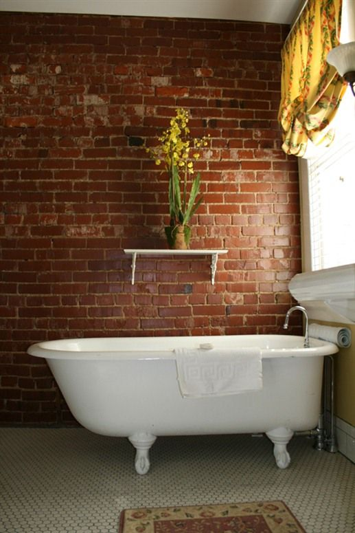 A Claw Foot Tub In One Of The Rooms At The Stonefort Inn