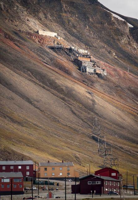Svalbard (2/10) - Longyearbyen, capitale du Royaume des Ours.Longyearbyen, une ville haute en couleurs   La Faute Au Graph.
