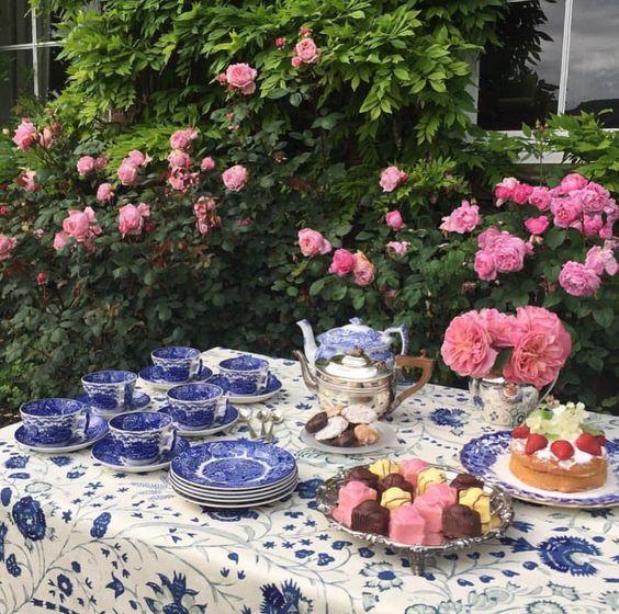 Chá das 5... o classic british, com bolinhos. ☕️🍥🍰 @soanebritain #olioli_lifestyle  #olioliteam  #teatime  #tea  #recebercomcharme  #classicbritish  www.recebercomcharme.com.br